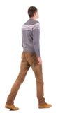 Punto di vista posteriore dell'uomo bello andante in maglione Fotografia Stock Libera da Diritti
