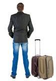 Punto di vista posteriore dell'uomo di viaggio di affari con la valigia Immagini Stock Libere da Diritti