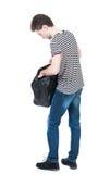 Punto di vista posteriore dell'uomo in jeans con la borsa Immagine Stock