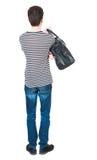 Punto di vista posteriore dell'uomo in jeans con la borsa Fotografia Stock