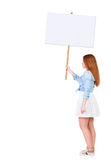 Punto di vista posteriore della donna che mostra un bordo del segno Immagini Stock