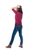 Punto di vista posteriore della donna colpita in blue jeans Immagine Stock