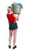 Punto di vista posteriore della donna con il canestro della lavanderia sporca Fotografie Stock Libere da Diritti