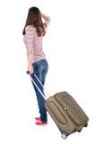 Punto di vista posteriore della donna di camminata con la valigia Immagini Stock Libere da Diritti