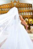 Punto di vista posteriore della sposa in vestito da sposa Immagine Stock Libera da Diritti
