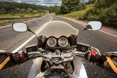 Punto di vista in prima persona del motociclista Fotografie Stock Libere da Diritti