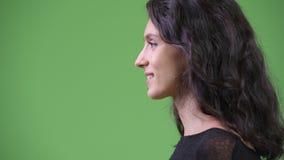 Punto di vista di profilo di giovane bella donna video d archivio
