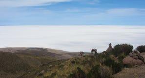 Punto di vista di Salar de Uyuni dal modo a Volcano Tunupa immagine stock