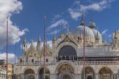 Punto di vista scenico del San Marco Basilica contro un bello cielo, Venezia, Italia immagine stock