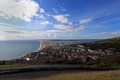 Punto di vista sopra la spiaggia di chesil fotografie stock