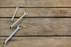 Punto di vista sopraelevato delle chiavi sulla tavola Fotografie Stock Libere da Diritti