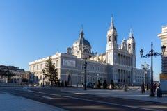 Punto di vista stupefacente di Almudena Cathedral in città di Madrid, Spagna Fotografia Stock Libera da Diritti