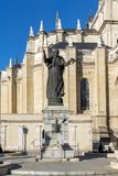 Punto di vista stupefacente di Almudena Cathedral in città di Madrid, Spagna Fotografie Stock
