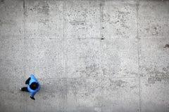 Punto di vista superiore ambulante della persona Fotografia Stock