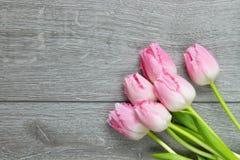 Punto di vista superiore del mazzo di tulipani Immagine Stock