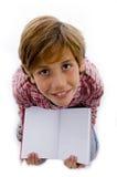 Punto di vista superiore del ragazzo che mostra libro Immagini Stock Libere da Diritti