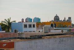Punto di vista superiore della città e di ex San Jose Cathedral Era il tempio principale del monastero della gesuita ed ora è un  Immagini Stock