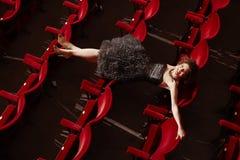 Punto di vista superiore della donna felice che si trova sui sedili Fotografia Stock Libera da Diritti