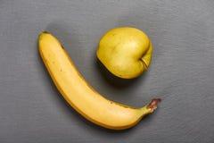 Punto di vista superiore della mela e della banana gialle Fotografia Stock