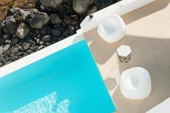 Punto di vista superiore della piscina di lusso fotografia stock libera da diritti