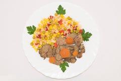 Punto di vista superiore delle verdure miste hawaiane cucinate con il fegato di pollo Immagini Stock Libere da Diritti