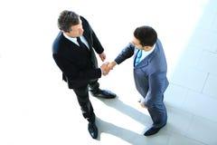 Punto di vista superiore di un uomo d'affari due che stringe le mani Fotografie Stock Libere da Diritti