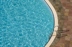 Punto di vista superiore di una piscina fotografia stock libera da diritti