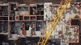 Punto di vista superiore di un gruppo di muratori al cantiere Lasso di tempo di costruzione della casa nuova stock footage