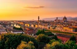 Punto di vista di tramonto di Firenze, di Ponte Vecchio, di Palazzo Vecchio e di Florence Duomo Fotografie Stock Libere da Diritti