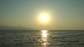 Punto di vista vago di Sun e di Gray Seascape video d archivio