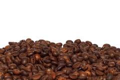 Punto di vista vicino dei chicchi di caffè arrostiti Fotografia Stock