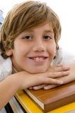 Punto di vista vicino del bambino sorridente con i libri Fotografie Stock Libere da Diritti