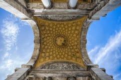 Punto di vista di Victory Square, della Vittoria della piazza nel centro urbano di Genova, Italia fotografia stock