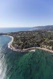Punto Dume di Malibu ed antenna dell'oceano Pacifico immagini stock libere da diritti