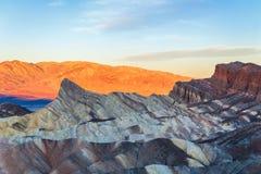 Punto famoso de Zabriskie en la puesta del sol en el parque nacional de Death Valley california EE.UU. imagen de archivo
