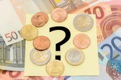 Punto interrogativo dietro i soldi Fotografia Stock