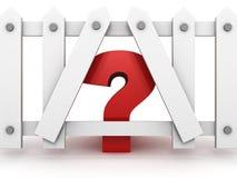 Punto interrogativo rosso dietro il recinto bianco Immagini Stock