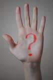 Punto interrogativo rosso su una mano Immagini Stock Libere da Diritti
