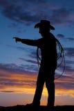 Punto mayor del vaquero de la cuerda del hombre de la silueta Fotografía de archivo libre de regalías