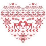 Punto nordico scandinavo di inverno, tricottante il modello di natale dentro nella forma di forma del cuore compreso i fiocchi di Fotografie Stock
