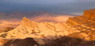 Punto rugoso de Death Valley Zabriske de la cordillera de Amargosa de los Badlands Fotos de archivo libres de regalías