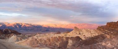 Punto rugoso de Death Valley Zabriske de la cordillera de Amargosa de los Badlands Imagenes de archivo