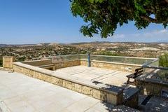 Punto turístico con panorama asombroso, Chipre del punto de vista de Pissouri Foto de archivo