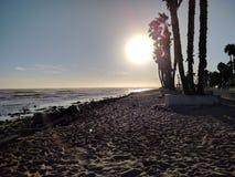 Punto Ventura, California del ` s de la persona que practica surf de la puesta del sol fotografía de archivo