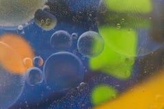 Puntos coloreados brillantes y descensos Fotos de archivo