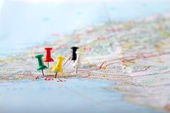 Puntos de destino del viaje en un mapa Imágenes de archivo libres de regalías