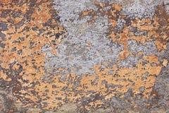 Puntos de la pintura amarilla vieja en una pared del cemento Fotografía de archivo libre de regalías