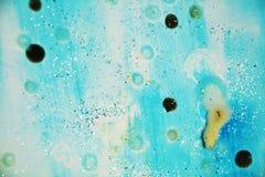 Puntos vivos azules plateados en colores pastel, fondo ceroso, diseño creativo imagen de archivo libre de regalías