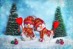 Pupazzi di neve di amore snowfall Concetto di amore Cartolina d'auguri di giorno del `s del biglietto di S Fotografia Stock