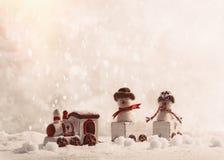 Pupazzi di neve nell'insieme del treno Immagini Stock
